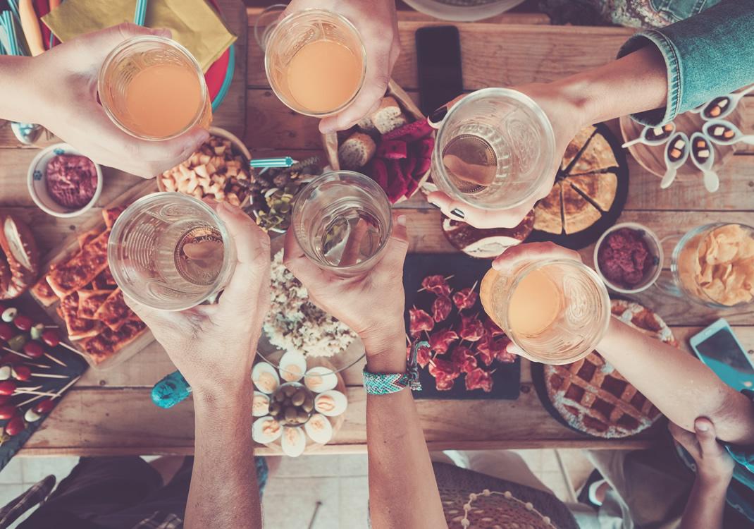 Social Dining è un Team Cooking altamente socializzante per un team building diverso dai soliti team building in cucina
