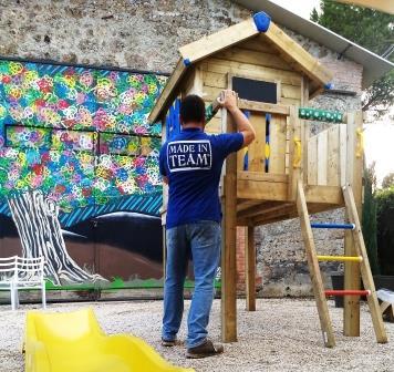 Un gioco assemblato durante un intervento di Social team Building a Napoli