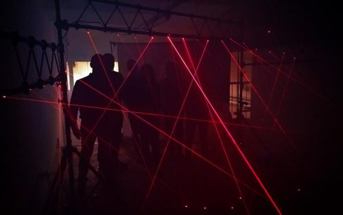 """La """"gabbia laser"""" è una delle prove da superare durante un Investigative team Building organizzato da Made In Team"""