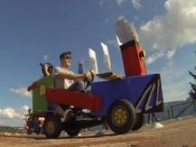 Un partecipante guida il kart costruito dal proprio team durante un Eco Race organizzato da Made In Team.